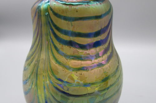 Beispiel für Antiquitäten bei Novecento in Basel: Farbig gestreifte Jugendstilvase